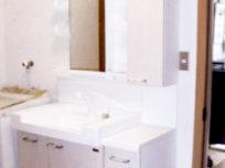 洗面台を取替え、収納を増設しま…