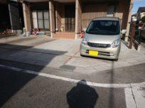 塀及び花壇が撤去され、駐車スペ…