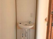スッキリと手洗器のみの仕様に変…